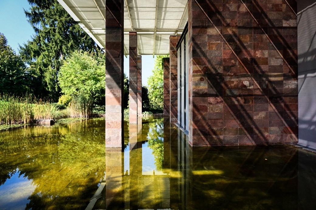 Beyeler exterior shadows_Elise.jpg
